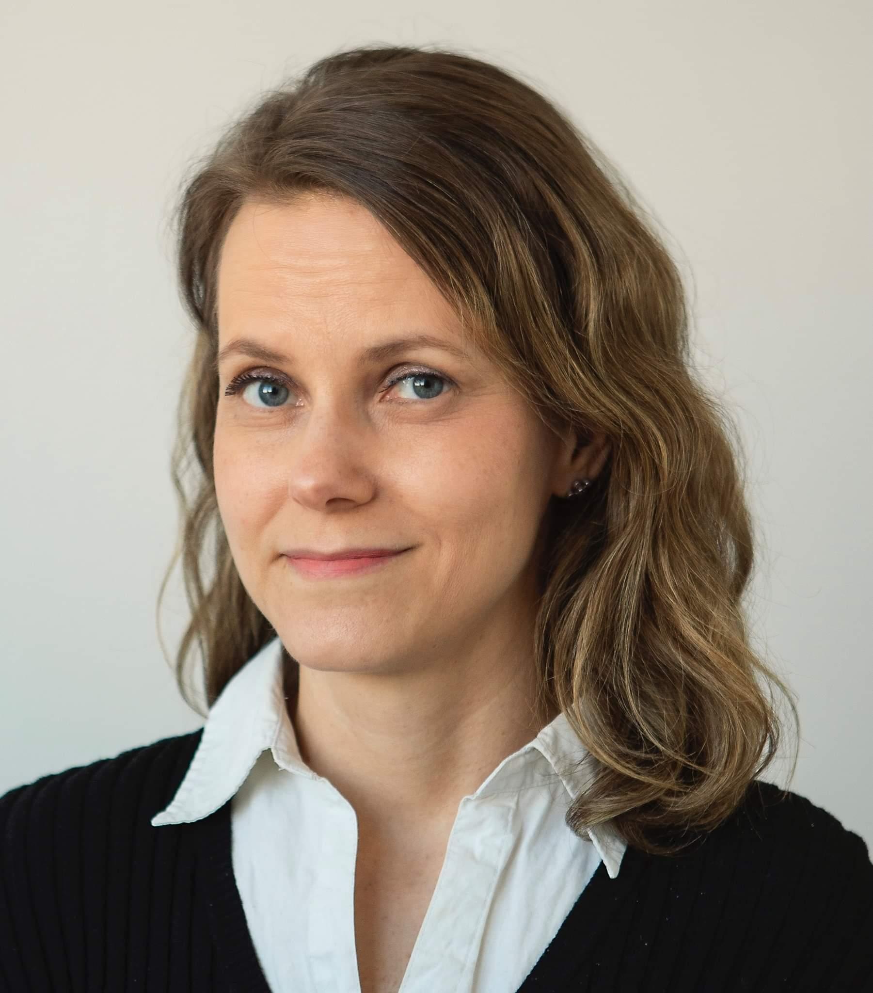 Kari Bu : Journalist